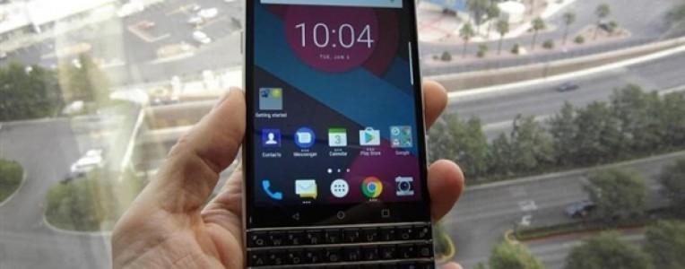 TCL首款全新黑莓手机曝光:双曲面全金属