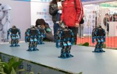 中国机器人短板待补:国产仅占市场三成,以组装和代加工为主