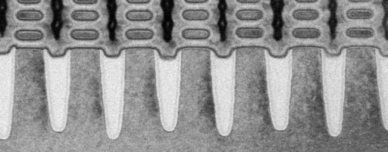科学家找到延续摩尔定律的新方法,研发出厚度仅0.7nm的二极管